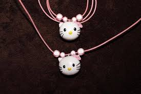 collier fimo hello kitty